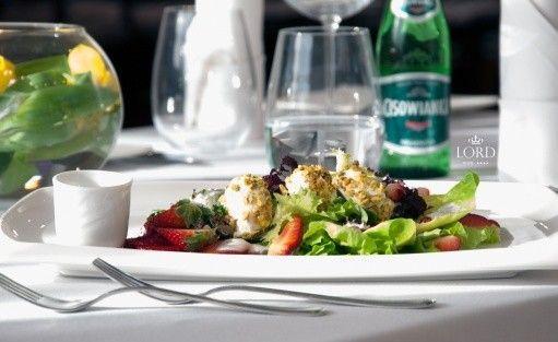 """Hotel Lord - Restauracja Kryształowa """"Bukiet sałat wiosennych z pieczonym serem la buchette"""""""
