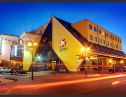 Dom handlowy-Hotel-Restauracja  Janusz