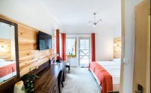 Hotel*** Dworek Wapionka Hotel *** / 1