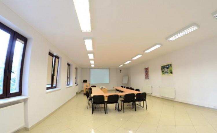 Centrum szkoleniowo-konferencyjne Lloyd Woodley English Language Centre / 4