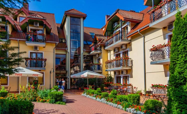 Hotel **** Hotel Robert's Port **** Lake Resort & SPA / 0