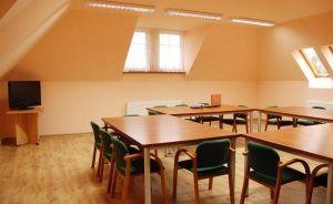 zdjęcie sali konferencyjnej, Gminny Ośrodek Kultury Sportu i Turystyki w Dębowcu, Dębowiec