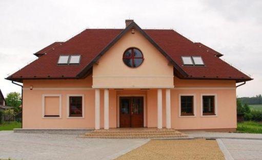 zdjęcie obiektu, Gminny Ośrodek Kultury Sportu i Turystyki w Dębowcu, Dębowiec