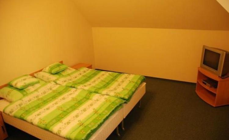 zdjęcie pokoju, Gminny Ośrodek Kultury Sportu i Turystyki w Dębowcu, Dębowiec