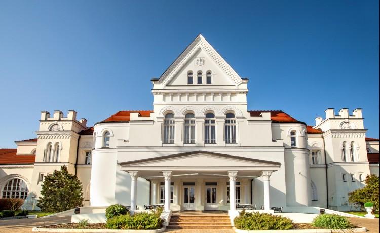 Hotel *** Pałac Łazienki II / 1