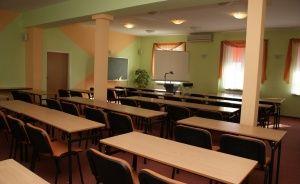 zdjęcie sali konferencyjnej, Zespół Gastronomiczno Szkoleniowy Dworek nad Brdą, Bydgoszcz