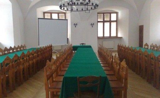 zdjęcie sali konferencyjnej, Zamek Tuczno Dom Architekta SARP, Tuczno