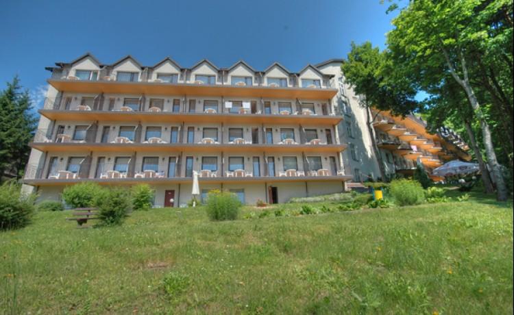 Hotel od strony jeziora