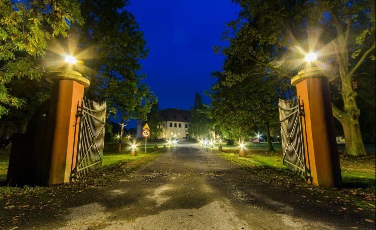 Główna brama wjazdowa do Pałac Krobielowice koło Wrocławia
