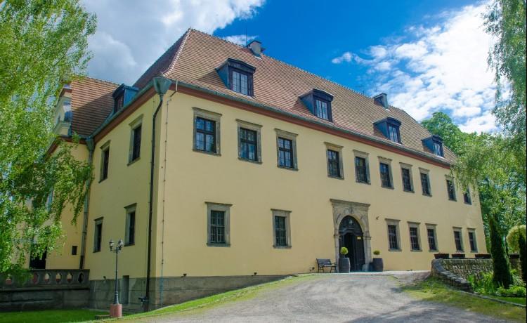 Zamek koło Wrocławia.
