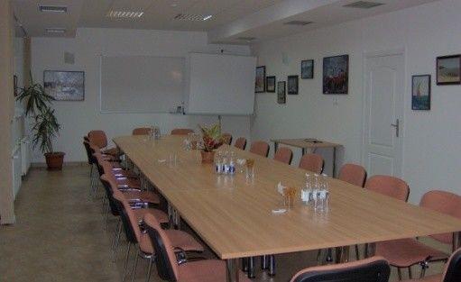 zdjęcie sali konferencyjnej, Dom Pracy Twórczej PAN w Juracie, Jurata