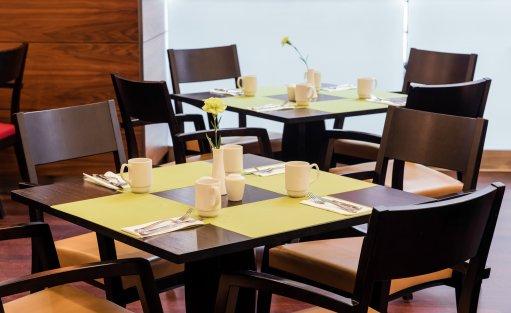 Stół śniadaniowy
