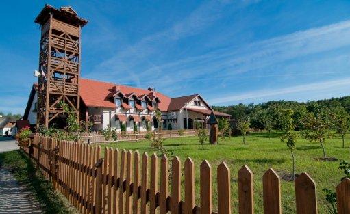 Ośrodek szkoleniowo- wypoczynkowy Hotel Osada Karbówko Wellness & Spa / 1