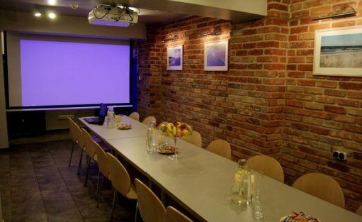 zdjęcie sali konferencyjnej, Apartamenty za Regą, Mrzeżyno