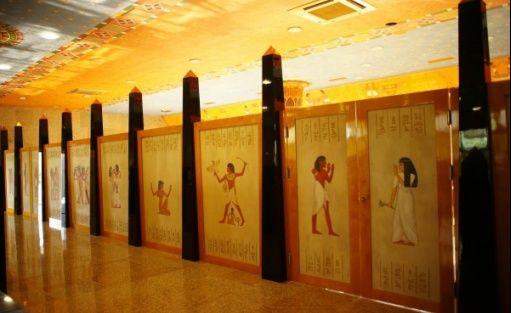 zdjęcie sali konferencyjnej, Piramida Horusa, Łagów