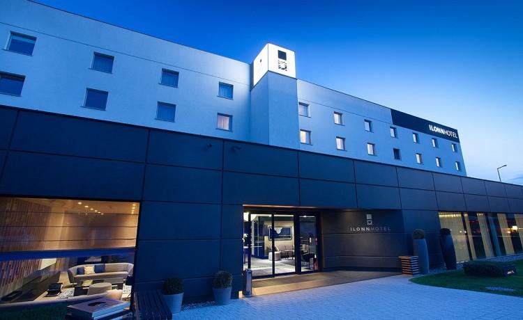 Ilonn Hotel Wejście do hotelu MojeKonferencje