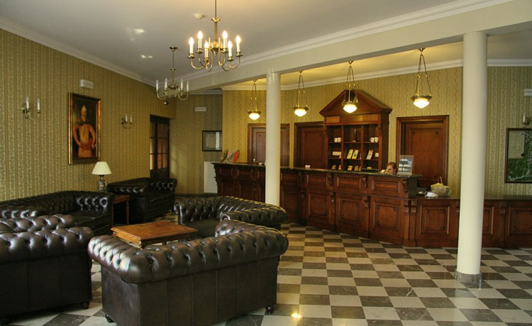 Hotel *** Zespół Dworski Hotel Sarmata*** / 1