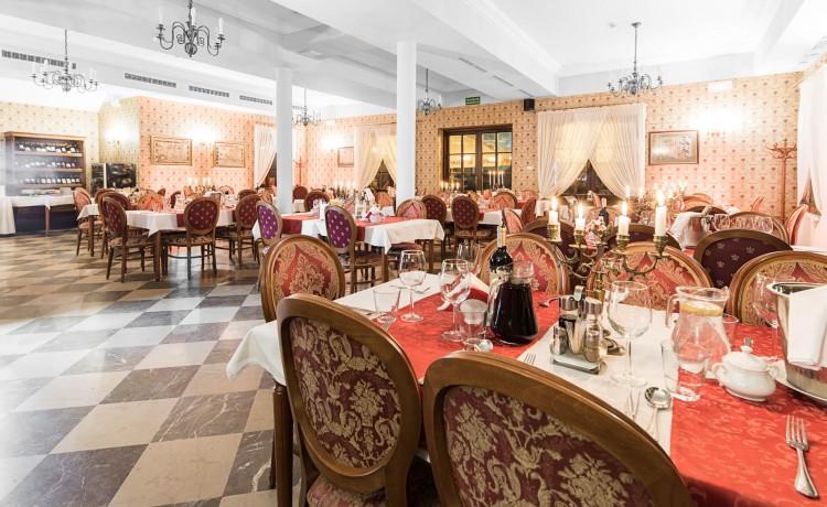 Hotel *** Zespół Dworski Hotel Sarmata*** / 44