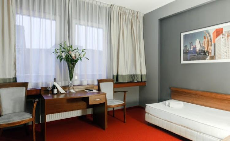 Hotel *** m Hotel / 16