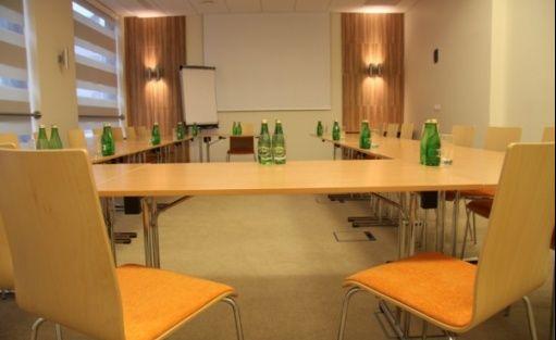 zdjęcie sali konferencyjnej, Centrum Szkoleniowe Instytutu Rozwoju Biznesu  , Warszawa