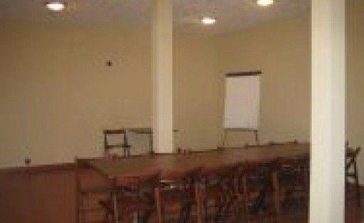 zdjęcie sali konferencyjnej, Pensjonat Korzeń, Wyśmierzyce