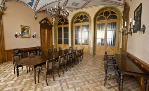 zdjęcie sali konferencyjnej, Ośrodek Integracji Europejskiej w Rokosowie - Zamek w Rokosowie, Łęka Mała