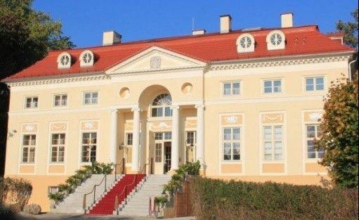Pałac Alexandrów****
