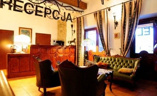 Hotel *** Folwark Stara Winiarnia / 1