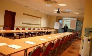 zdjęcie sali konferencyjnej, Ośrodek Szkoleniowo - Wypoczynkowy Allianz w Ryni, Rynia