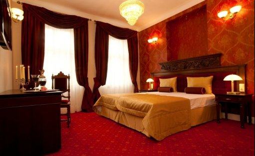 Hotel **** Hotel Kolegiacki  / 1