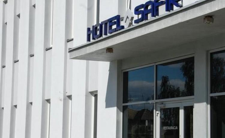 Hotel *** Hotel Safir / 4