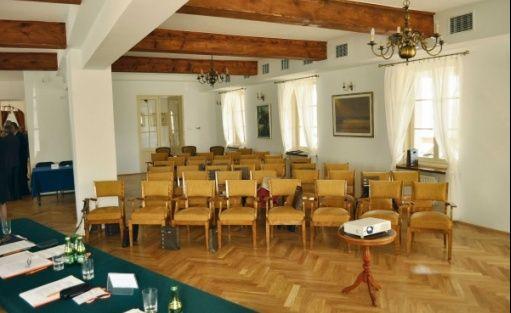 zdjęcie sali konferencyjnej, Dwór Strzyżew, Kampinos
