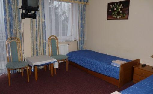 zdjęcie pokoju, Politechnika Warszawska Ośrodek Szkoleniowo-Wypoczynkowy w Grybowie, Grybów