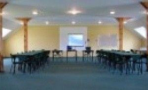 zdjęcie sali konferencyjnej, Pensjonacik Karmuszka w Łopkajnach, Gietrzwałd