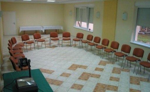 zdjęcie sali konferencyjnej, Ośrodek Szkoleniowo-Wypoczynkowy Delfin, Konin