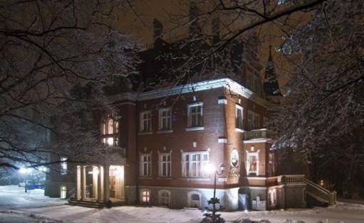 Pałace, dworki, zamki Dębowy Hotel|Event|SPA / 1