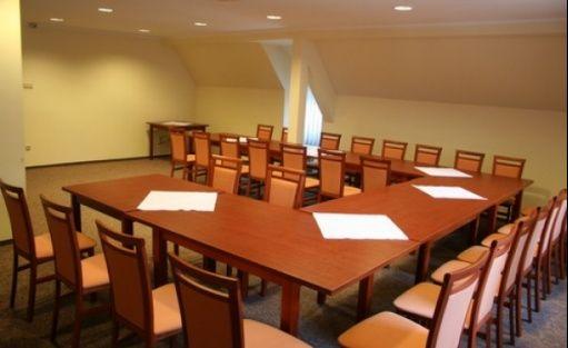 zdjęcie sali konferencyjnej, Mickiewiczowskie Centrum Turystyczne w Żerkowie, Żerków