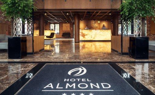 Hotel **** Hotel Almond ****  / 1