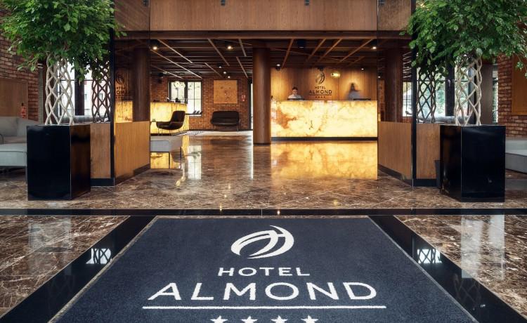 Hotel **** Hotel Almond Business & SPA ****  / 1
