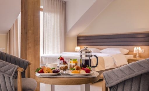 Hotel *** Zamek Księża Góra / 5