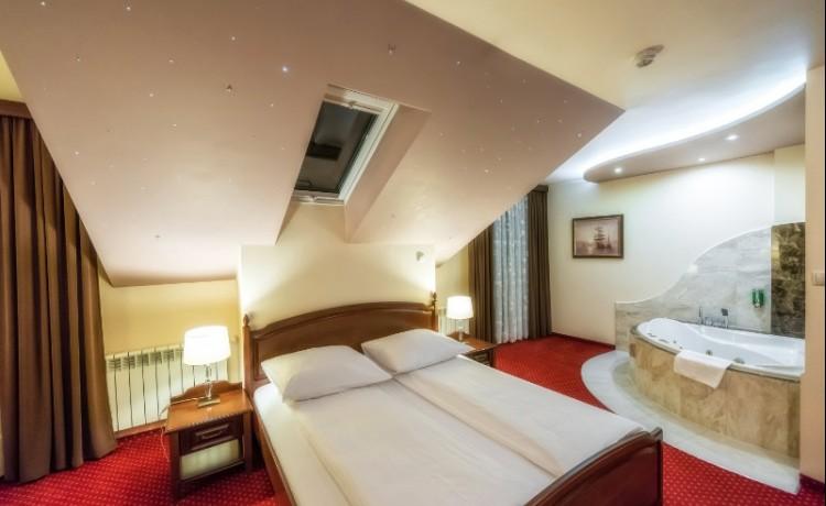Hotel *** Dworek Skawiński / 8
