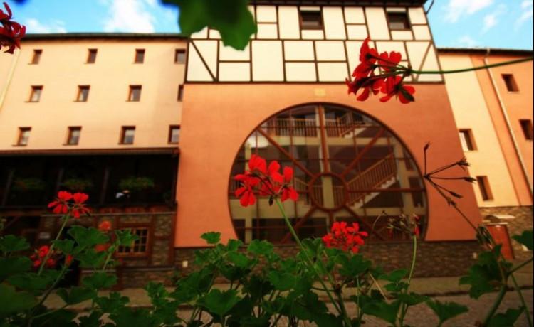 Hotel *** Hotel Zamkowy Młyn - Krapkowice / 0