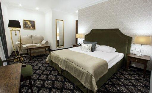 Hotel *** HG Hotel Restauracja / 0