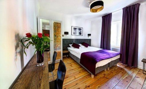 Apartament Srebrny dla dwóch osób z widokiem na ogród