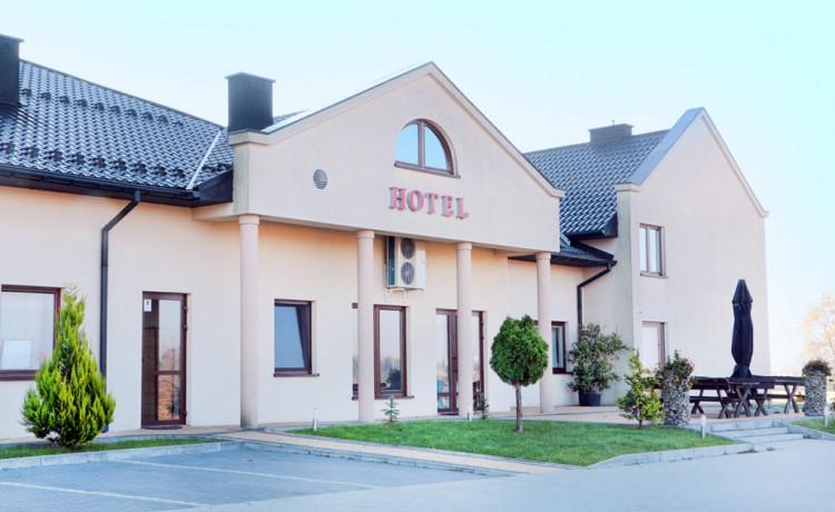 Hotel *** Restauracja & Hotel Graal *** / 1