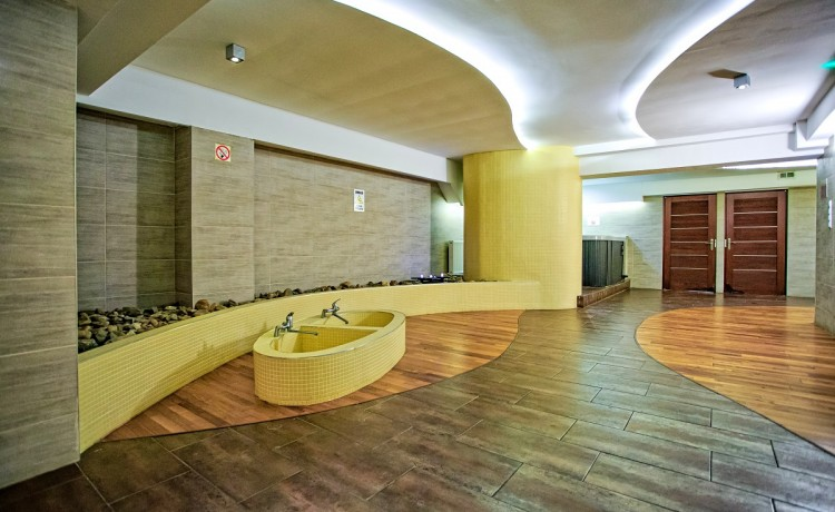 Obiekt szkoleniowo-wypoczynkowy Hotel Karolinka / 1